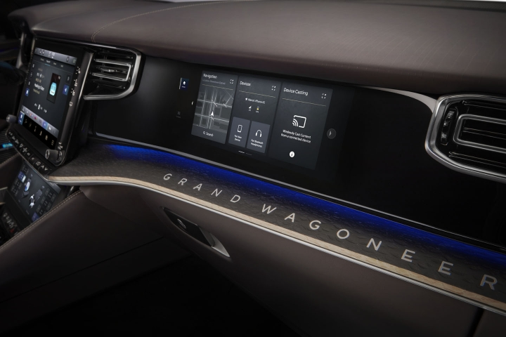 2021-Jeep-Grand-Wagoneer-passenger-display