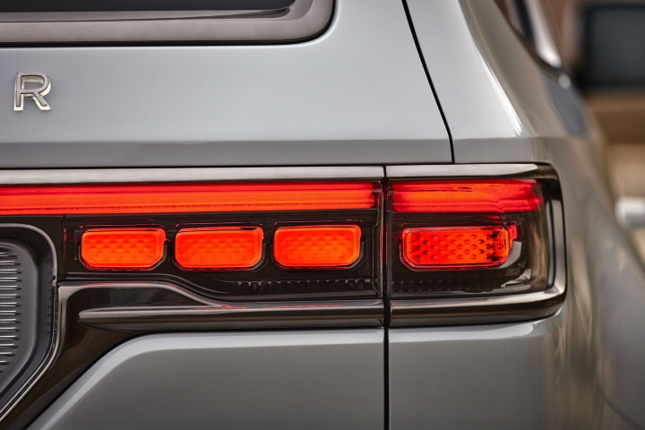 2021-Jeep-Grand-Wagoneer-taillights