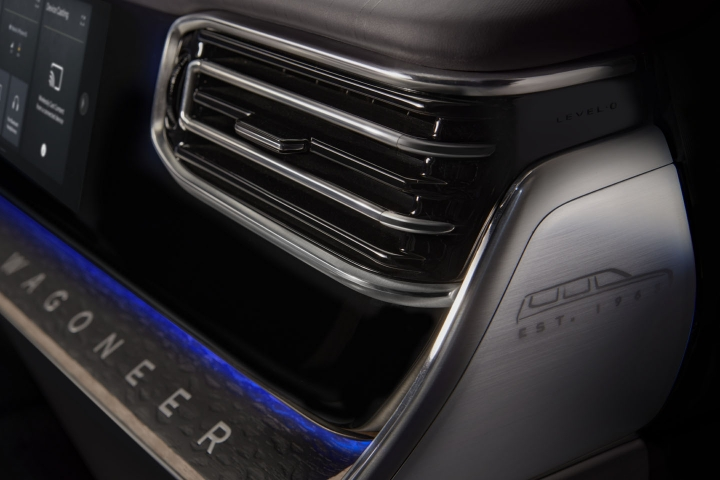 2022-Jeep-Grand-Wagoneer-front-vent