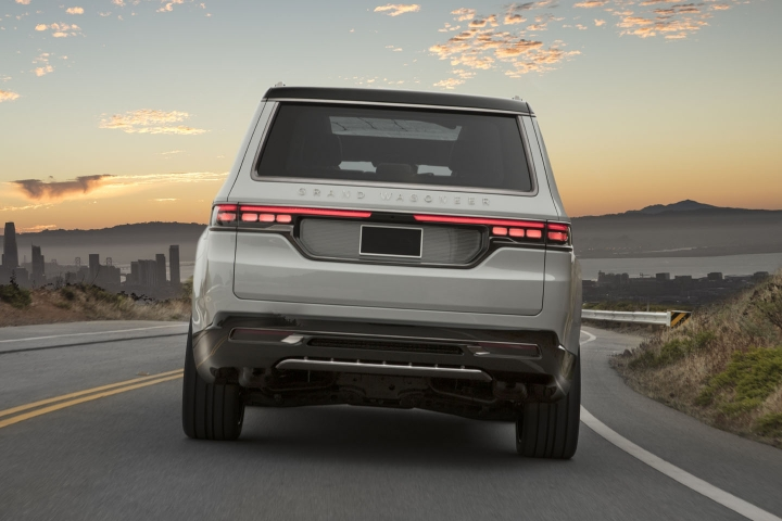 2021-Jeep-Grand-Wagoneer-rear
