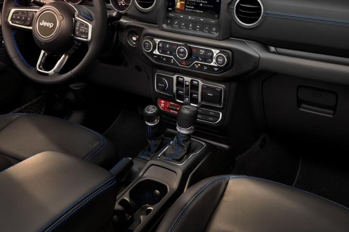 2021-Jeep-Wrangler-Rubicon-4xe-console