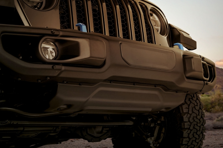 2021-Jeep-Wrangler-Rubicon-4xe-front-bumper