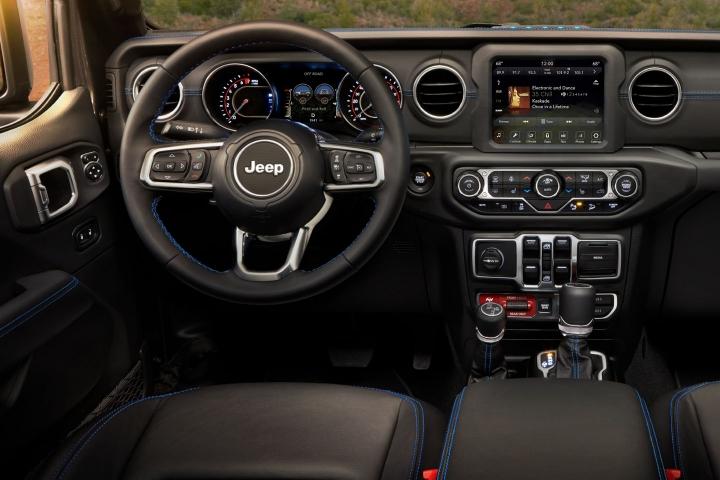 2021-Jeep-Wrangler-Rubicon-4xe-inside