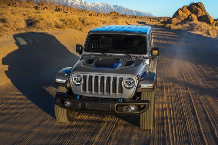 2021-Jeep-Wrangler-Rubicon-4xe-off-road-drive
