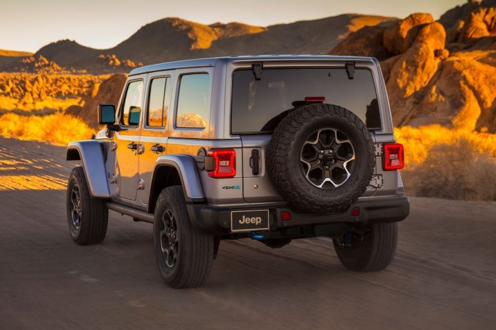 2021-Jeep-Wrangler-Rubicon-4xe-off-road