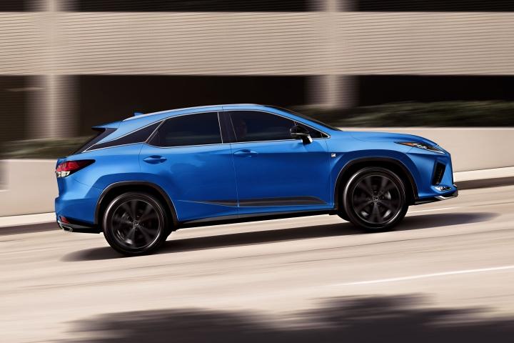 2021-Lexus-RX-F-Sport-Black-Line-driving