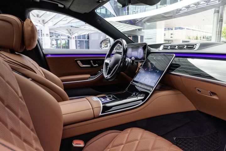 2021-Mercedes-Benz-S-Class-center-console