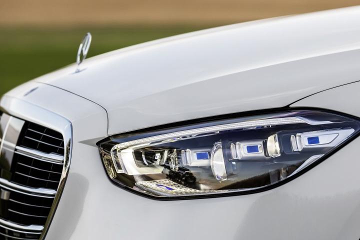 2021-Mercedes-Benz-S-Class-digital-headlights