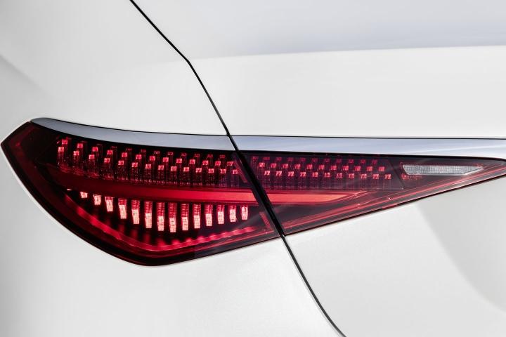 2021-Mercedes-Benz-S-Class-digital-taillights