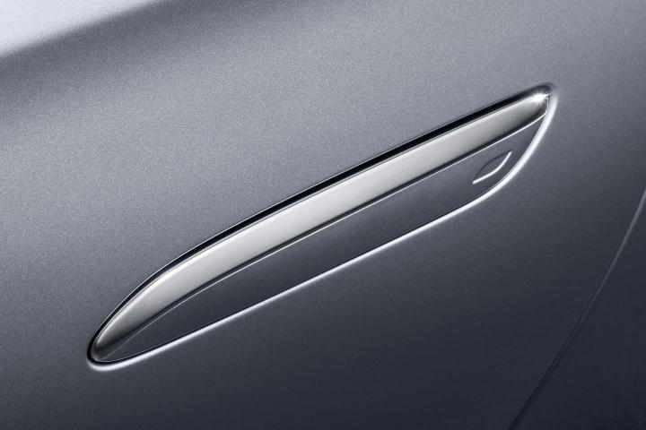 2021-Mercedes-Benz-S-Class-rear-door-handle