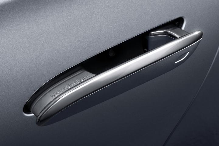 2021-Mercedes-Benz-S-Class-door-handle