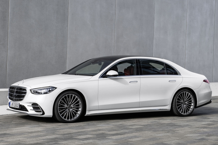 2021-Mercedes-Benz-S-Class-front-driver-side