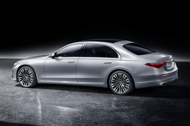 2021-Mercedes-Benz-S-Class-driver-side