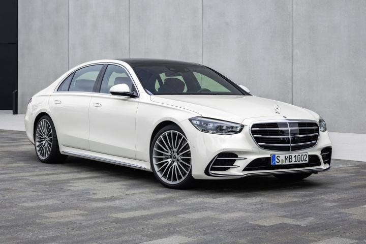 2021-Mercedes-Benz-S-Class-front-side-right