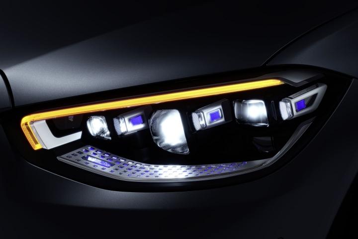 2021-Mercedes-Benz-S-Class-front-lights-digital