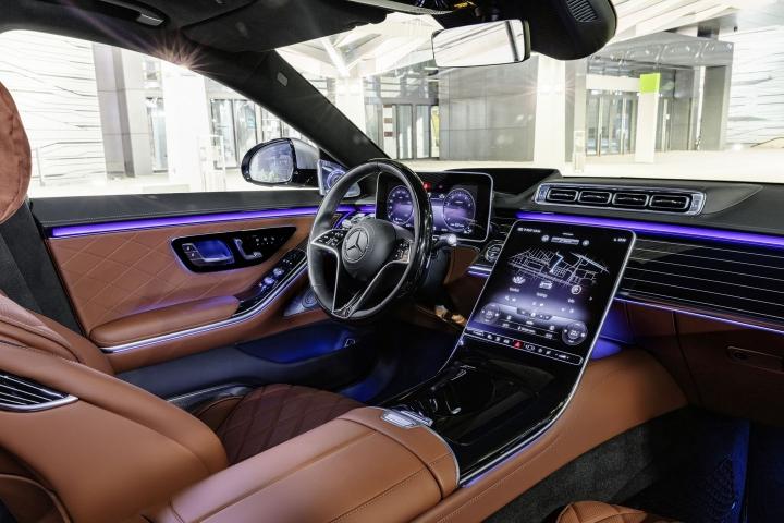 2021-Mercedes-Benz-S-Class-hightech-vehicle
