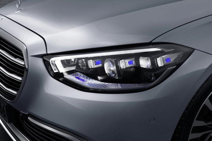 2021-Mercedes-Benz-S-Class-left-headlight