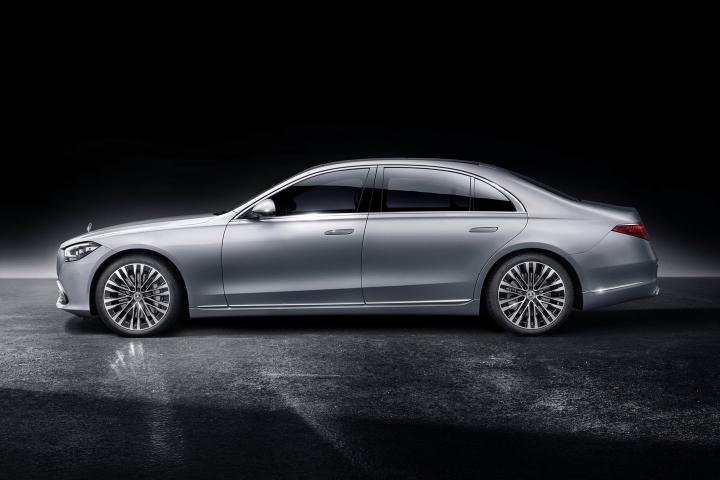 2021-Mercedes-Benz-S-Class-left-side