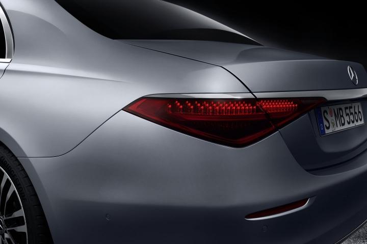 2021-Mercedes-Benz-S-Class-rear-fender