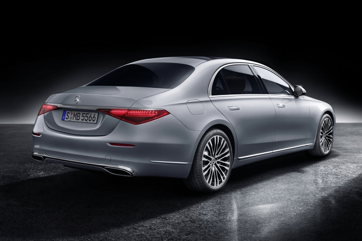 2021-Mercedes-Benz-S-Class-rear-right-side