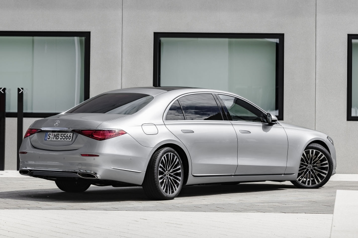2021-Mercedes-Benz-S-Class-rear-turning-wheels