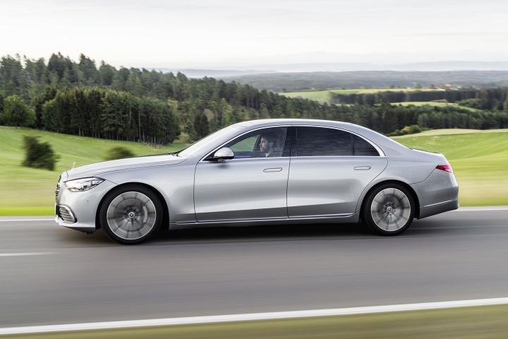 2021-Mercedes-Benz-S-Class-travel