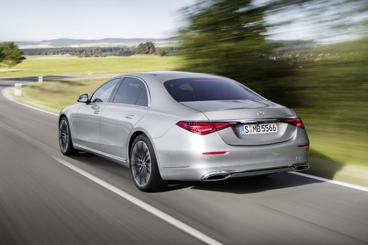 2021-Mercedes-Benz-S-Class-drive