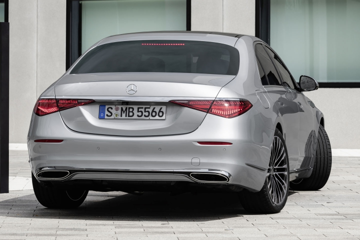 2021-Mercedes-Benz-S-Class-turning-radius