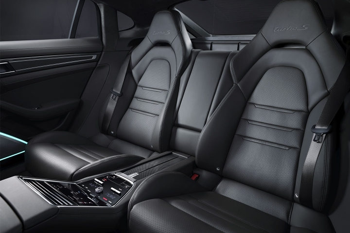 2021-Porsche-Panamera-Turbo-S-leather-seats