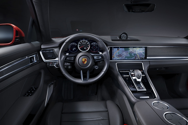 2021-Porsche-Panamera-Turbo-S-black-leather