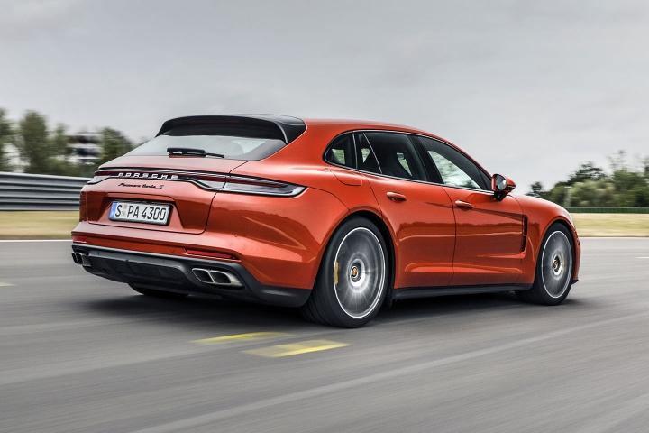 2021-Porsche-Panamera-Turbo-S-drive