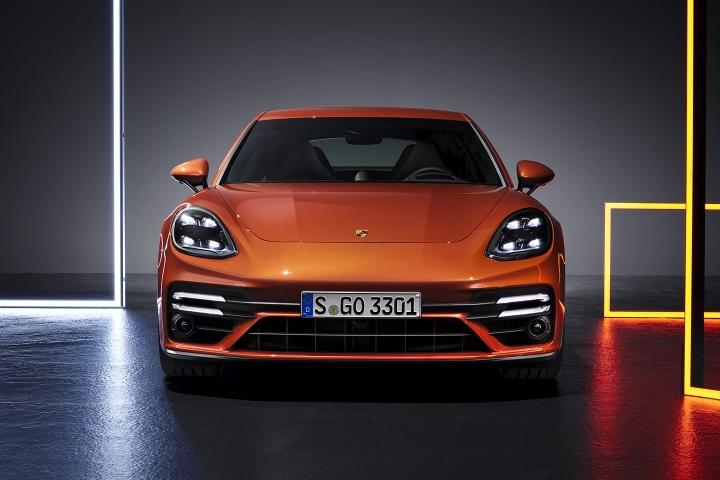 2021-Porsche-Panamera-Turbo-S-front