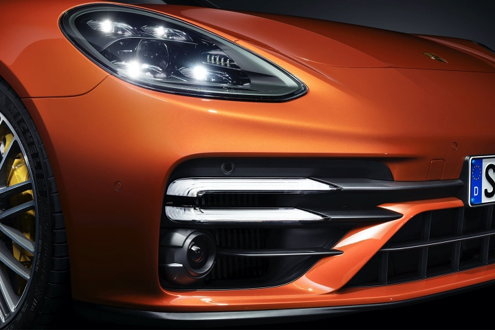 2021-Porsche-Panamera-Turbo-S-headlights-bumper