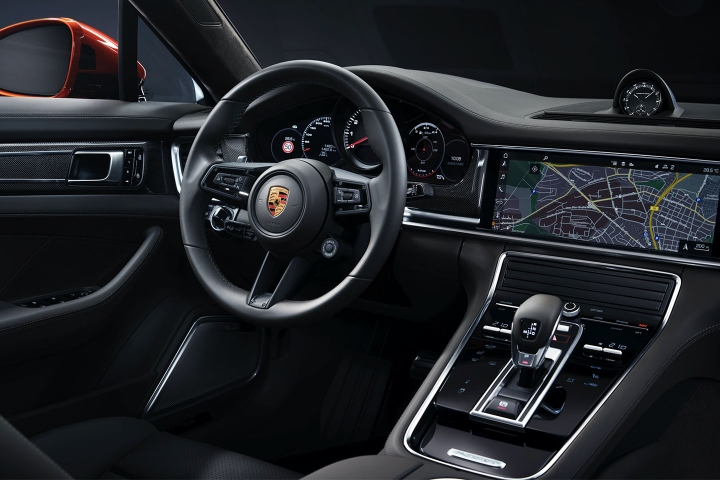 2021-Porsche-Panamera-Turbo-S-black-interior