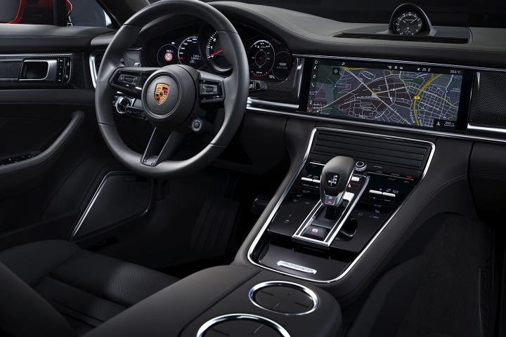 2021-Porsche-Panamera-Turbo-S-center-console