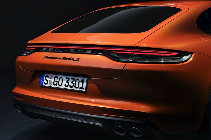 2021-Porsche-Panamera-Turbo-S-taillights