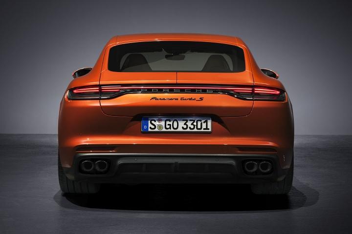 2021-Porsche-Panamera-Turbo-S-rear