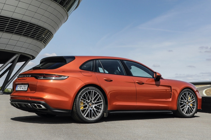 2021-Porsche-Panamera-Turbo-S-right-side
