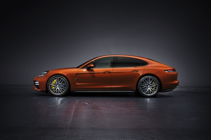 2021-Porsche-Panamera-Turbo-S-left-side