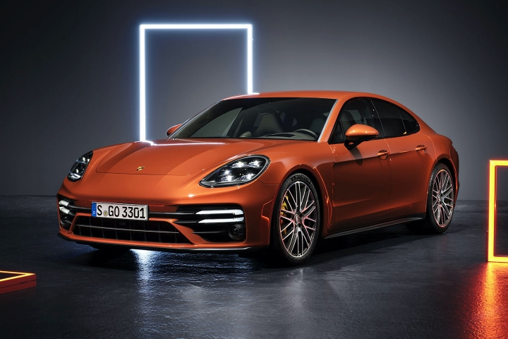 2021-Porsche-Panamera-Turbo-S-side-left