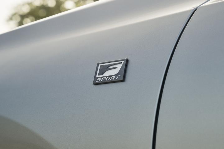 2021_Lexus_ES_250_AWD_F_Sport_fender