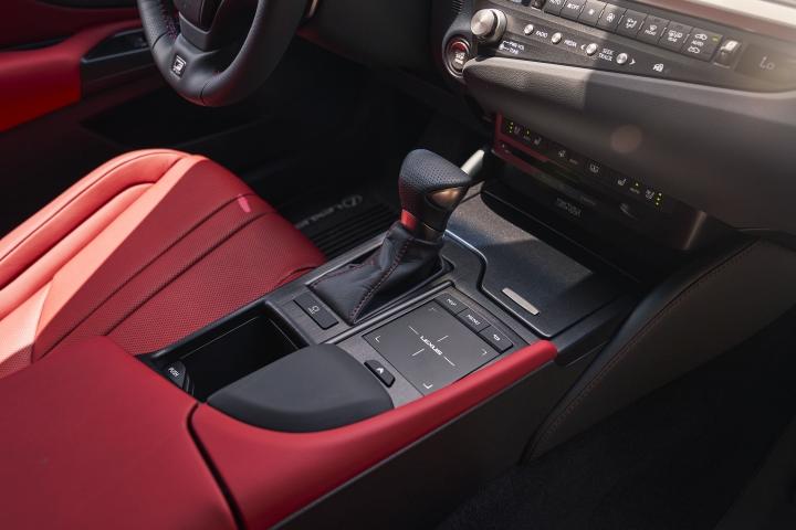 2021_Lexus_ES_250_AWD_F_Sport_drive_modes