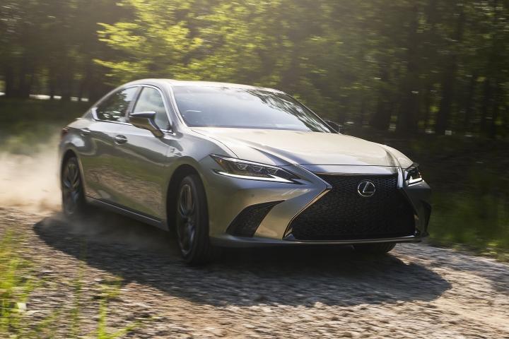 2021_Lexus_ES_250_AWD_F_Sport_driving