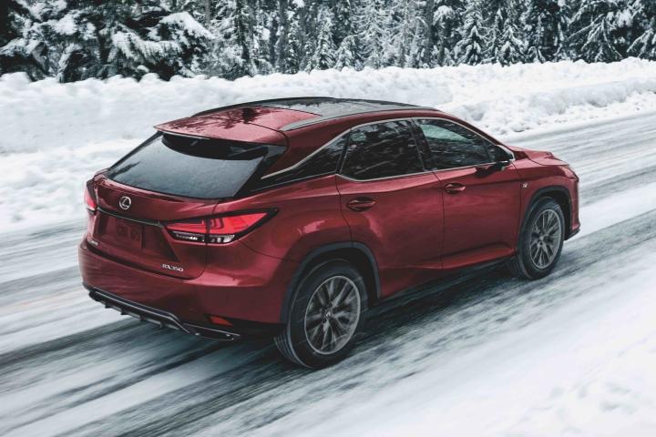 2021_Lexus_RX350_Snow_Driving