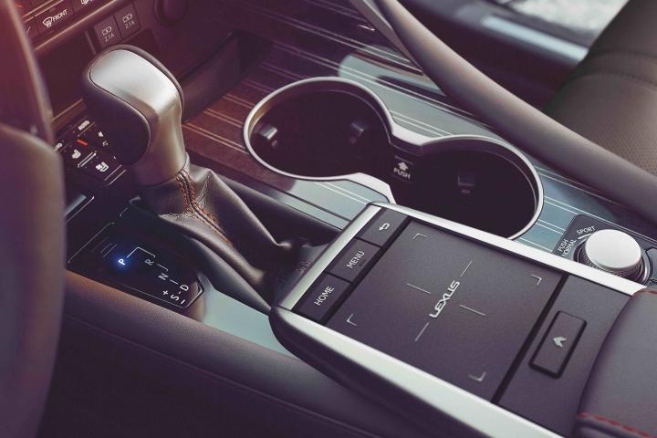 2021_Lexus_RX450h_Shifter