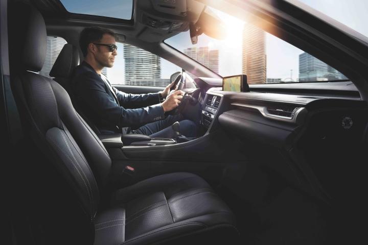 2021_Lexus_RX_Driving