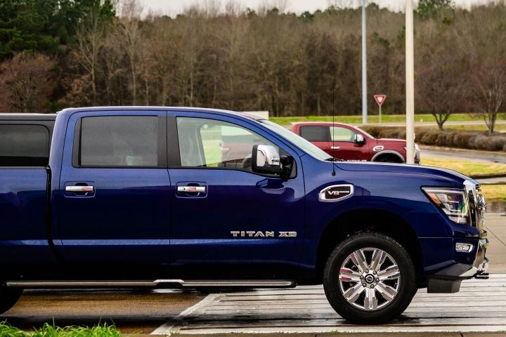 2021_Nissan_Titan_blue