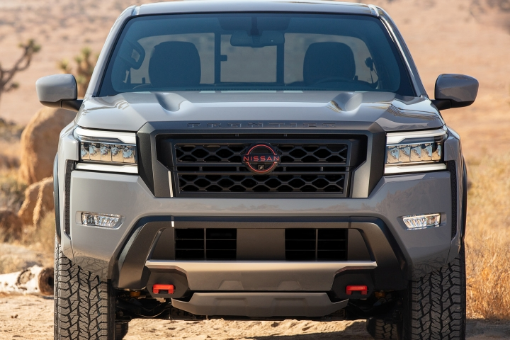Nissan_Frontier_2022_front