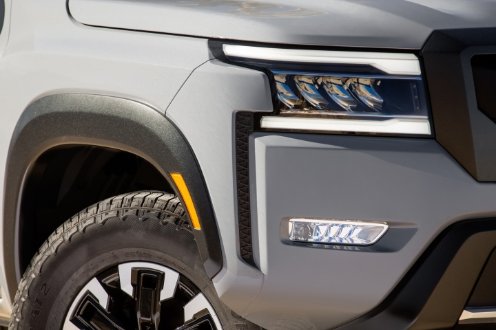 2022_Nissan_Frontier_Lights_Front
