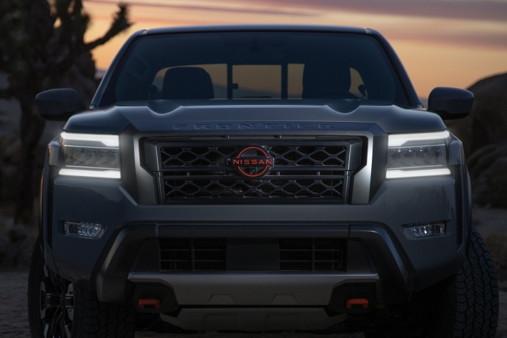 Nissan_Frontier_2022_Grille
